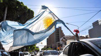 Una caravana de flores recordó a Néstor Kirchner en Neuquén
