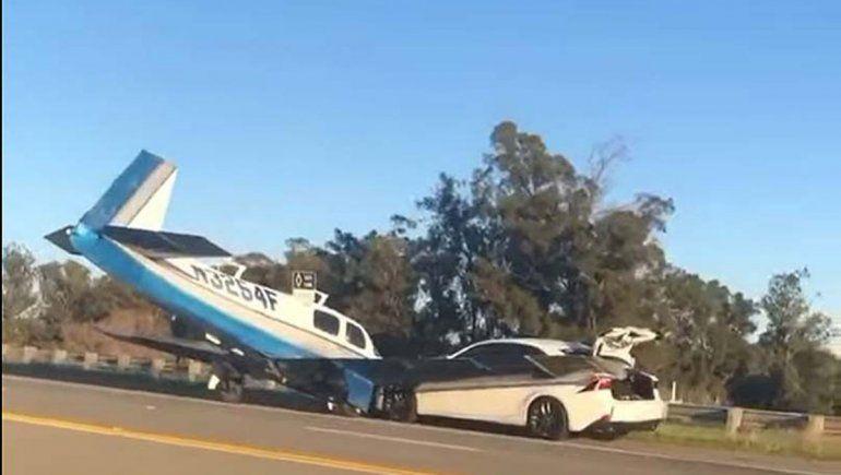Milagro: un avión chocó a un auto y no hubo víctimas