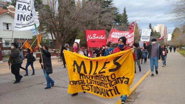 UNCo: estudiantes se movilizaron por la falta de pago de becas