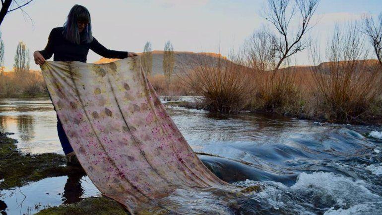 Ain es neuquina y graduada de la carrera dediseño textil.