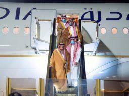 El príncipe heredero de Arabia Saudita, Salman bin Abdulaziz, llega al aeropuerto de la zona económica de NEOM. FOTO DE ARCHIVO. Agosto 12, 2020. Saudi Press Agency/Handout vía REUTERS. ATENCIÓN