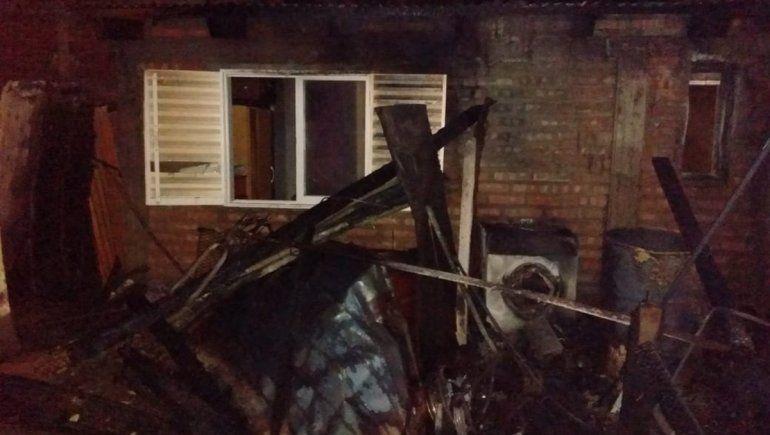 El enfrentamiento entre dos familias en el barrio Otaño de Plaza Huincul incluyó el incendio de una casa.