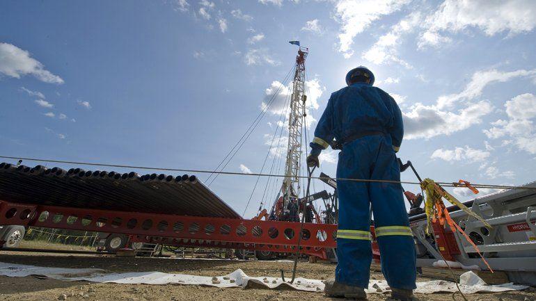Fernández saca al ruedo la ley petrolera en campaña