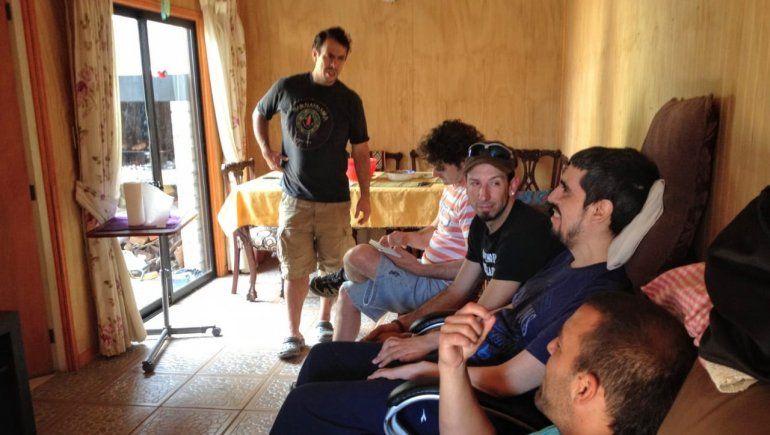 Juan Pablo, durante la visita de sus amigos.
