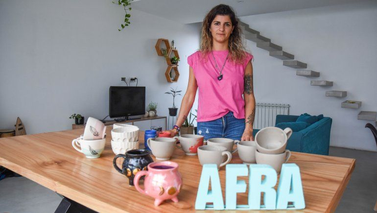 Reinventó su taller de cerámica por la pandemia y hoy vende piezas al resto del país