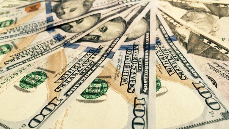 Así cotiza el dólar oficial y el blue este 14 de abril