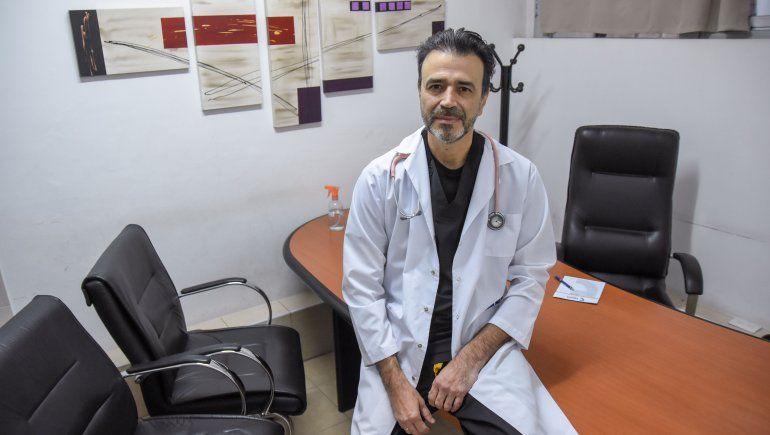 El médico neuquino que inició una cruzada para curar el dolor ajeno