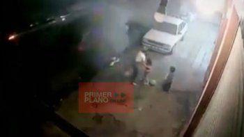 tremendo video: una familia se salvo de milagro de la explosion de su auto