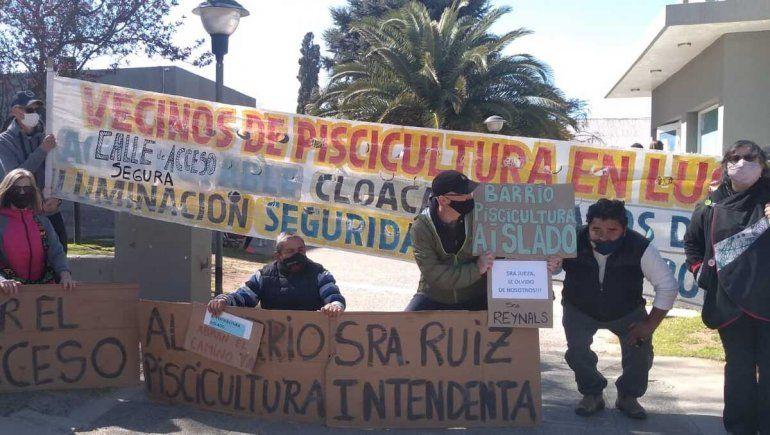 Plottier: protestaron en la Muni por la calle cerrada de Piscicultura