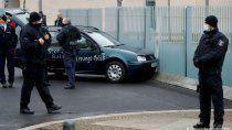 estrellaron un auto contra la sede de gobierno aleman