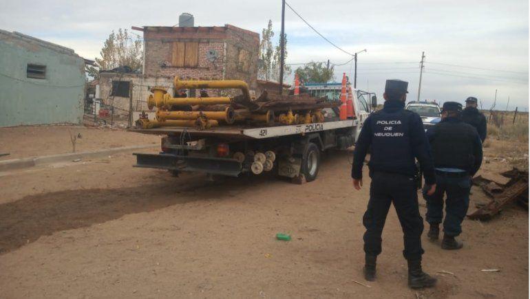 Delincuentes detenidos por robar cañerías y durmientes