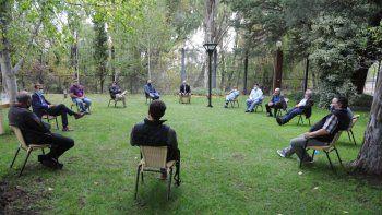 El gobernador Omar Gutiérrez encabezó una reunión con empresarios y sindicalistas en Casa de Gobierno.