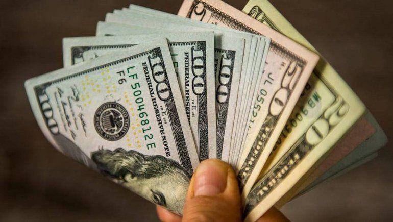Así cotiza el dólar oficial y el blue este 7 de abril