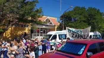 profesionales realizaron un abrazo simbolico al hospital de zapala