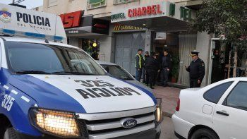 charbel: un crimen, un arbolito y tres poliladrones