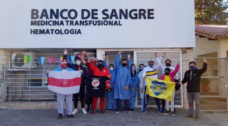 Pura sangre: la movida solidaria que juntó a los hinchas regionales de Boca y River