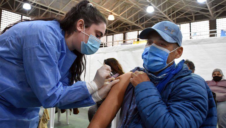 En los últimos tres meses, se duplicó el ritmo de vacunación mensual