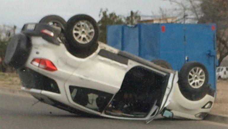 Alta Barda: accidente y vuelco en un cruce peligroso