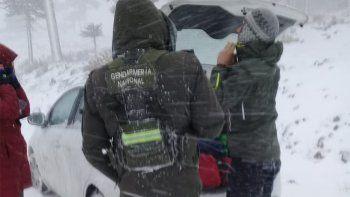Rescataron a turistas varados en medio del viento blanco