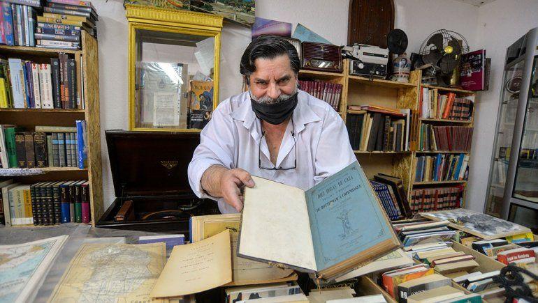 Un tesoro real de libros regionales y objetos antiguos
