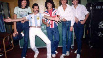 El guitarrista de Queen despidió a Maradona con una histórica foto