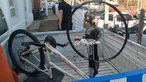 vio su bicicleta robada en face, acordo comprarla y fue con la policia