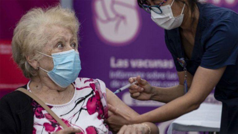 Dos mujeres se disfrazaron de ancianas para recibir la vacuna contra el covid