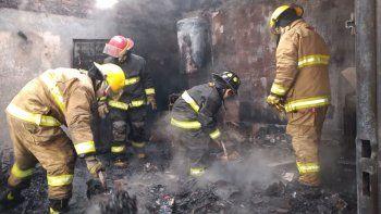 incendio destruyo una casa y volvio a exponer la falta de autobomba