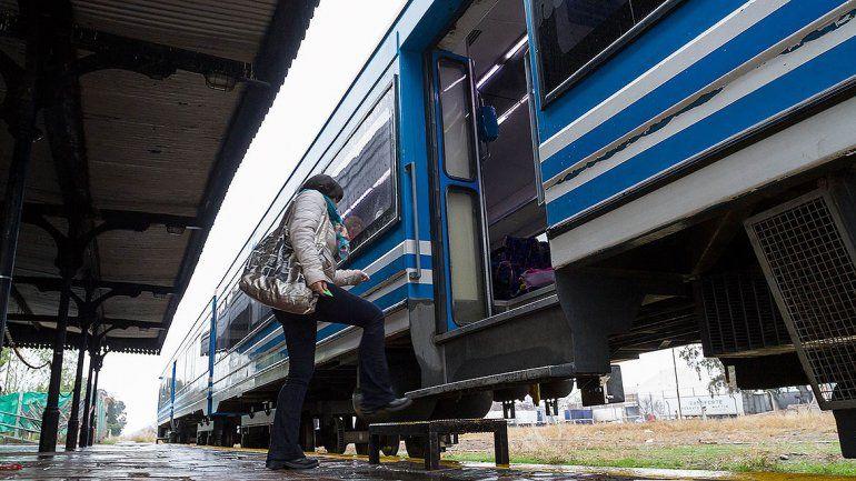 Buscan incorporar un vagón para bicicletas en el Tren del Valle
