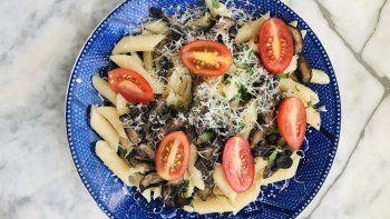 receta: mostacholes con hongos salteados y tomate