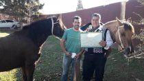 es policia y fue a buscar su titulo de abogado a caballo