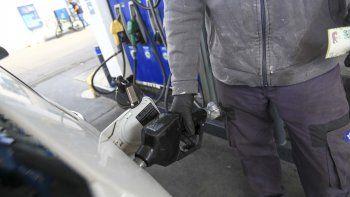 Llegarán camiones de YPF para atender la demanda de combustibles