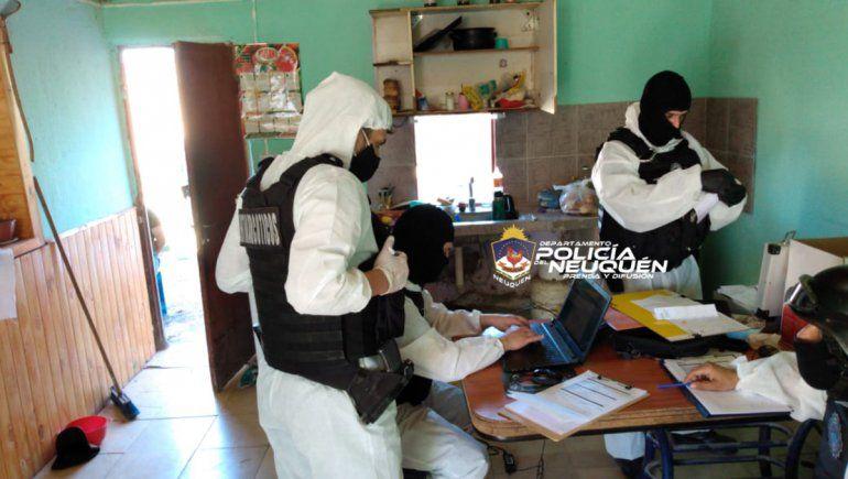 Allanamiento a kiosco narco en Senillosa da con droga, dinero y armas
