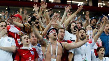 tragica eurocopa: ahora un hincha cayo de una tribuna y esta muy grave