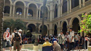 Tensión y desborde en Casa Rosada en el adiós a Diego: retiraron el féretro por seguridad