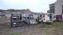 investigan el incendio intencional de tres ambulancias en el cam