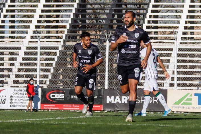 El festejo de Taborda por el único gol del partido. (Foto Anahí Cárdena)