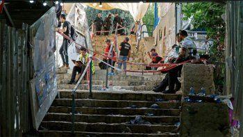 aplastamiento: netanyahu promete una investigacion mientras se entierran las primeras victimas