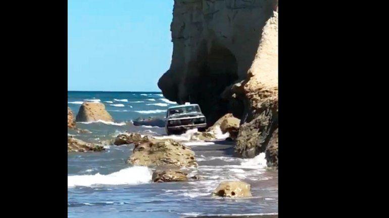 La imagen que dio la vuelta al mundo. El momento en que sale del mar con la F100.