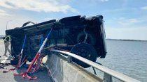 un hombre se lanzo al mar para salvar a un bebe que cayo de un auto