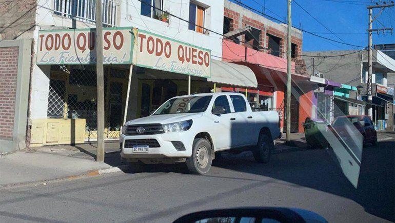 Roban una camioneta de la puerta de la comisaría de Plottier