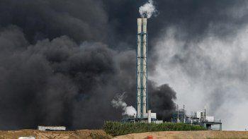 exploto una planta quimica de bayer: muertos, heridos y desaparecidos
