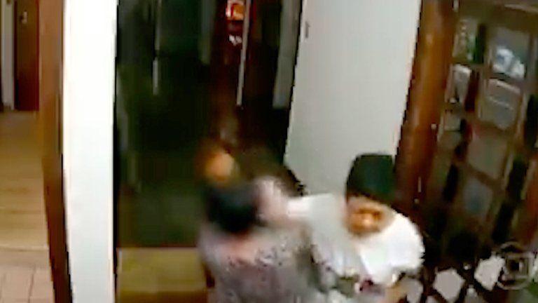 Despedida la embajadora de Filipinas en Brasil por golpear a su empleada doméstica