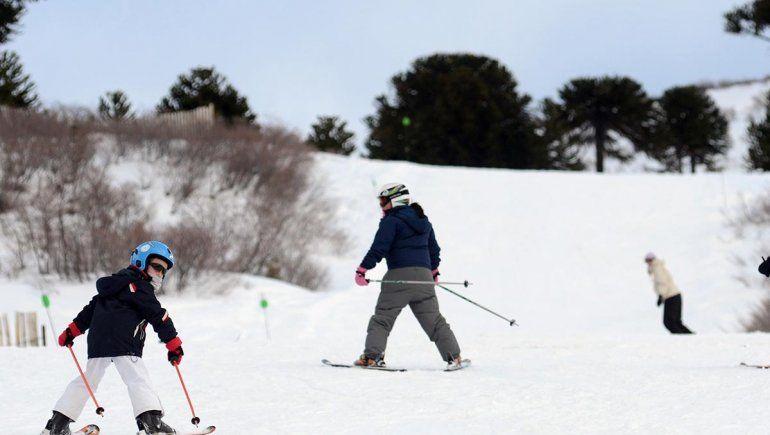 Con mucha nieve, abrió el centro de esquí de Caviahue