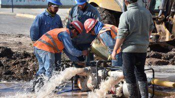El drama de vivir sin agua potable y pagar por el servicio