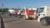 todo sigue igual: camioneros mostraron como trabajan en el basural