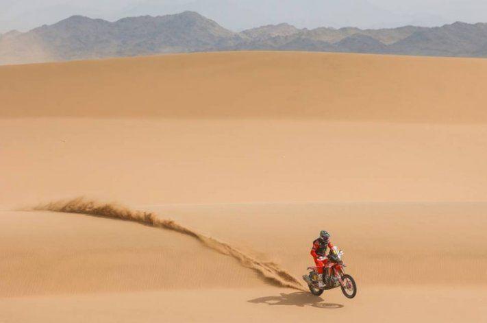 Kevin Benavides culminó tercero en la penúltima etapa y continúa en lo más alto en el clasificador general del Dakar 2021.