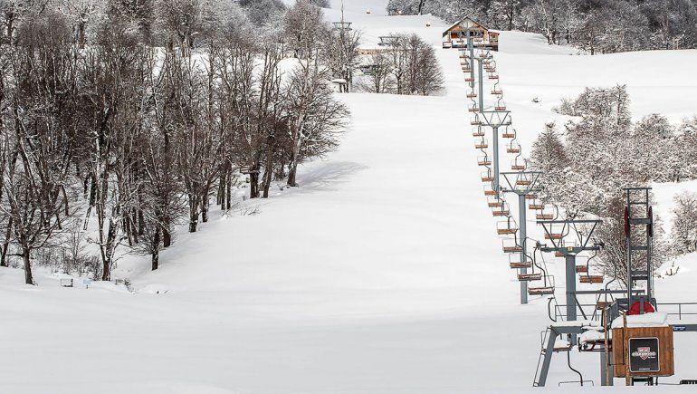 El cerro Chapelco abre desde hoy solo para residentes