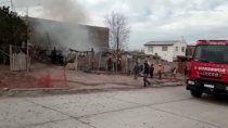 Zulema perdió su casa por un incendio, en la toma Alto Godoy.