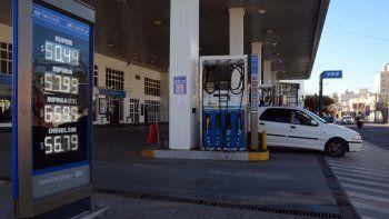 sube la nafta: ypf aumento sus combustibles un 3,5%